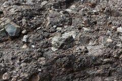 Vulkanische tuff met grote rotsfragmenten stock afbeeldingen