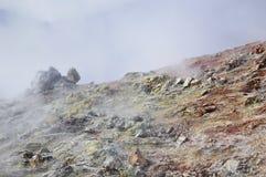 Vulkanischer Dampf des Schwefels stockfotos