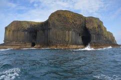 Vulkanisk ö av Staffa, Skottland Arkivbild