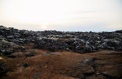 vulkanisk iceland liggande Överförd till fast form vulkanisk lava Solnedgång arkivfoto