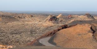 Vulkanisk inre av den Timanfaya nationalparken, Lanzarote, kanariefågel Arkivfoton