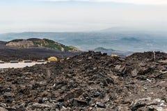 Vulkanisk krater på Mount Etna Royaltyfri Fotografi