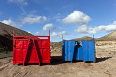 vulkanisk plattform för områdespäfyllningslorry arkivfoto