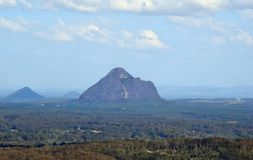 Vulkanisk propp Beerwah i glashusberg Royaltyfria Bilder