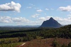 Vulkanisk propp Beerwah i glashusberg Arkivfoton