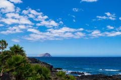 Vulkanisk strand för svart sand i Tenerife, kanariefågelöar Arkivfoton