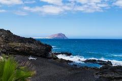 Vulkanisk strand för svart sand i Tenerife, kanariefågelöar Royaltyfria Foton