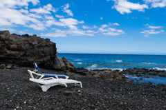 Vulkanisk strand för svart sand i Tenerife, kanariefågelöar Fotografering för Bildbyråer
