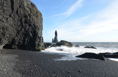 Vulkaniska buntar för Reynisfjara strandhav i Island Royaltyfria Bilder