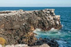 Vulkaniska klippor av de Galapagos öarna Royaltyfria Bilder