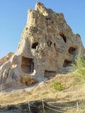 Vulkaniska klippor och vaggar bildande på Cappadocia Arkivfoton