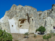 Vulkaniska klippor och vaggar bildande på Cappadocia Arkivfoto