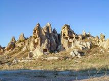 Vulkaniska klippor och vaggar bildande på Cappadocia Royaltyfri Foto
