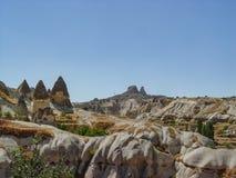 Vulkaniska klippor och vaggar bildande på Cappadocia Fotografering för Bildbyråer