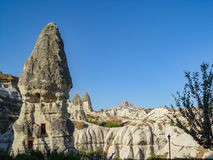 Vulkaniska klippor och vaggar bildande på Cappadocia Royaltyfri Fotografi