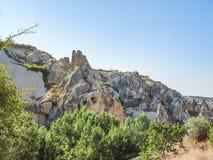 Vulkaniska klippor och vaggar bildande på Cappadocia Royaltyfria Bilder