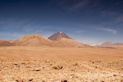 Vulkaniskt landskap på den Atacama öknen, Chile Arkivfoton