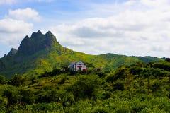 Vulkaniskt och fertilt landskap för Kap Verde, katolsk kyrka, Santiago Island Royaltyfri Bild