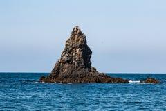 Vulkaniskt vagga bildande på den östliga Anacapa ön i sydliga Kalifornien arkivfoton