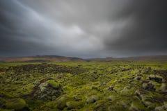 Vulkaniskt vagga kullar i Island Arkivfoto