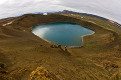 Vulkankrater Viti med sjön inom på Krafla vulkaniskt område Royaltyfri Fotografi