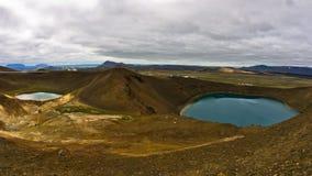 Vulkankrater Viti med sjön inom på Krafla vulkaniskt område Arkivfoto