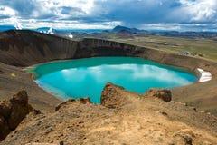 Vulkankrater Viti med turkossjön inom, Krafla vulkaniskt område, Island Arkivfoto