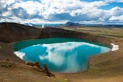 Vulkankrater Viti med turkossjön inom, Krafla vulkaniskt område, Island Royaltyfri Foto