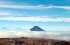 Vulkanlandskap på Kamchatka fotografering för bildbyråer