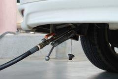 Vullend LPG aan auto, (LPG) Vloeibare petroleumgaspomp Royalty-vrije Stock Afbeelding
