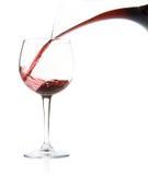 Vullend wijnglas   stock foto's