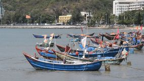 Vung Tau, Vietnam - 27 de enero de 2018: Barcos de pesca en la playa de Vung Tau metrajes