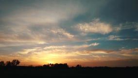Vurige mooie zonsondergang, tijdtijdspanne 4k stock videobeelden