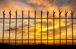 Vurige oranje zonsonderganghemel Mooie hemel Royalty-vrije Stock Afbeeldingen