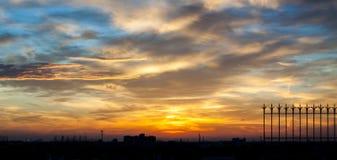 Vurige oranje zonsonderganghemel Mooie hemel Royalty-vrije Stock Foto's