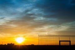 Vurige oranje zonsonderganghemel Mooie hemel Royalty-vrije Stock Foto