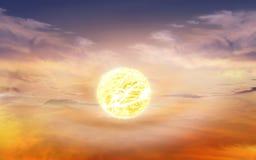 Vurige oranje zonsonderganghemel Mooie hemel Stock Foto