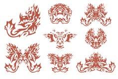 Vurige stammen gehoornde draaksymbolen stock illustratie