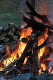 Vuur bij schemer royalty-vrije stock afbeelding