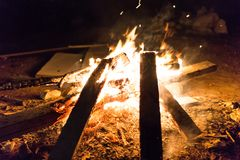 Vuur in de nacht royalty-vrije stock foto's