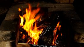 Vuur, die in de oven branden stock footage