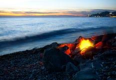 Vuur op het strand stock foto