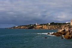 Vuurtoren bij kust Royalty-vrije Stock Foto