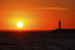 Vuurtoren bij zonsondergang Stock Foto