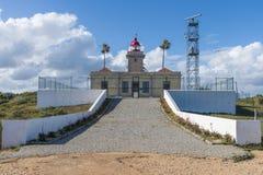 Vuurtoren en de radarfaciliteit Royalty-vrije Stock Afbeeldingen