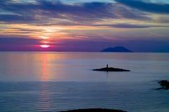 Vuurtoren en Svetac Eiland, Vis bij Zonsondergang stock foto