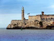 Vuurtoren in Morro-Kasteel, vesting die de ingang aan de baai van Havana, een symbool bewaken van Havana, Cuba Stock Afbeelding