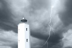 Vuurtoren onder het onweer Stock Fotografie