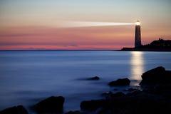 Vuurtoren op de kust royalty-vrije stock afbeelding