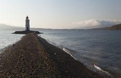 Vuurtoren op de kust Stock Afbeeldingen